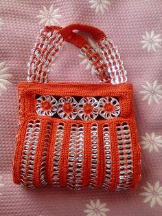 kassi Soda Tab Crafts, Tin Can Crafts, Crochet Handbags, Crochet Purses, Pop Tab Purse, Sacs Tote Bags, Pop Can Tabs, Pipe Cleaner Crafts, Pipe Cleaners