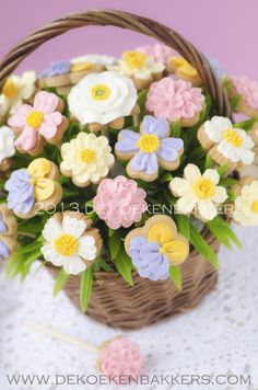 Cookies Bouquet of spring flowers Mother's Day Cookies, Fancy Cookies, Iced Cookies, Easter Cookies, Royal Icing Cookies, Cupcake Cookies, Cupcakes, Summer Cookies, Cookie Favors