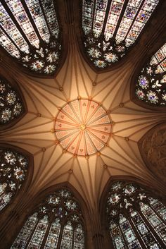 ˚York Minster Chapter House Ceiling and Windows - England