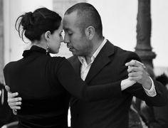 #pasion #passion #galeriadefotos #photographygalery #tango #mediterraneo #momentos #moments #paseando #walking #freelifestile #freelife #people