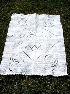 "Gorgeous Wedding Ring Filet Crochet Afghan  by Lesley Pridgen.  Free pattern.    [DWAFGHAN by yfrkerrie] The entire afghan is worked with 2 strands of yarn held together.   Afghan size: 49 x 66"" (appx)   Skill level: Easy  64 oz of WW yarn, J hook  free pdf from freepatterns.com"