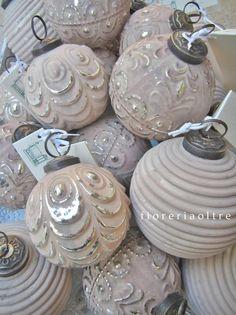 Fioreria Oltre/ Glass ball Christmas ornaments
