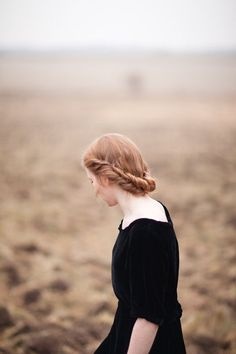Beautiful old fashioned hair style. When it is beautiful it truly never goes out of style. Pretty Hairstyles, Braided Hairstyles, Wedding Hairstyles, Autumn Inspiration, Hair Inspiration, A Well Traveled Woman, Beautiful Braids, Jolie Photo, Mi Long
