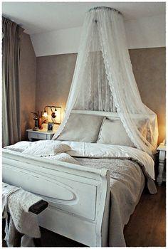 Leuk om te maken hemel boven je bed met de gordijnen van de ikea ...
