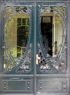 Hamburg - Eppendorf - Jugendstil I love the mix of materials and care in tiny details that Jugendstil design and craftsmanship has. Art Deco, Art Nouveau Design, Cool Doors, Unique Doors, Architecture Art Nouveau, Architecture Details, Art Nouveau Arquitectura, Jugendstil Design, Grand Entrance