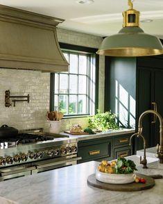 Kitchen Nook, Kitchen Pantry, Kitchen Layout, New Kitchen, Kitchen Dining, Kitchen Decor, Tudor Kitchen, Kitchen Ideas, Elegant Kitchens