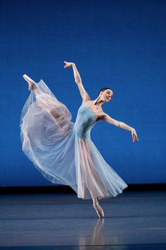 Birmingham Royal Ballet - Serenade: Gaylene Cummerfield; photo: Bill Cooper