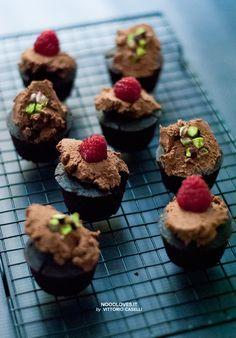 Ecco la ricetta per dei meravigliosi cupcakes al cioccolato, vegan e senza glutine! Con frosting di mousse all'acqua (cioccolato chantilly di Bressanini).