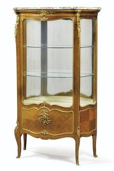 Vitrine en placage d'acajou et monture de bronze doré de goût Louis XV, vers 1910, parFrançois Linke (1855 - 1946)<br /><br /> | Lot | Sotheby's