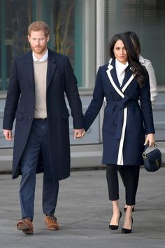 Prince Harry & Meghan Markle Step Out Together for International Women's Day!: Photo Prince Harry and Meghan Markle are all smiles a they arrive to Birmingham together to meet with locals on Thursday morning (March in Birmingham, England. Prinz Harry Meghan Markle, Meghan Markle Prince Harry, Prince Harry And Megan, Harry And Meghan, Estilo Meghan Markle, Meghan Markle Stil, Meghan Markle Outfits, Kate And Meghan, Estilo Real