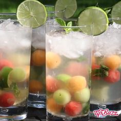 Melon Ball Mojitos blend the sweetness and freshness of melon into the classic mojito for a refreshing summer cocktail. Sangria Recipes, Drinks Alcohol Recipes, Yummy Drinks, Cocktail Recipes, Easy Mojito Recipe, Flavored Ice Cubes, Smoothies, Cantaloupe And Melon, Refreshing Summer Cocktails