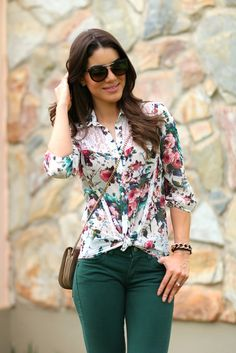 White Lace Paneled Floral Blouse Paneled Floral Blouse Blouse Outfit Ideas Paneled Blouse Outfit Ideas Can I Buy Lace Paneled Blouse Lace Paneled Blouse Lace Blouse Floral Dresses Flared Pants Vaidosa Outfits Floral Fashion, Look Fashion, Fashion Outfits, Womens Fashion, Floral Blouse Outfit, Floral Dresses, Spring Summer Fashion, Spring Outfits, Green Pants Outfit