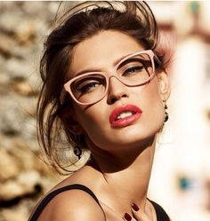 Bianca Balti Coiffure is a good type to your hair. Right here you will discover hairstyles Bianca Balti Coiffure to your private use. Bianca Balti, Dolce And Gabbana Eyewear, Dolce Gabbana, Lunette Style, Wearing Glasses, Girls With Glasses, Pink Glasses Frames, Girl Glasses, Hipster Glasses