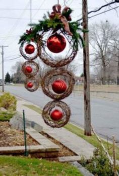 Stunning Front Yard Christmas Decoration Ideas For Your Holiday 18