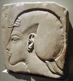 Relief représentant Akhenaton après l'an 5 de son règne, au Neues Museum de Berlin. © Keith Schengili-Roberts, Wikimedia Commons, CC by-sa 3.0