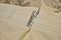 un crochet en métal à 4 griffes enfilé dans la pochette destinée à cette fin Rideaux Design, Cufflinks, Crochet, Instructions, Fixation, Accessories, Gallery, Photos, Make Curtains