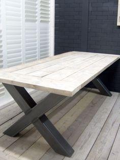 Industriële tafel met een dikke steigerplanken blad en een stalen X onderstel (111220141055KOPS) | Tafels industrieel | JORG`S Houten Meubelen