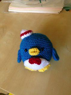 Mi pinguino hecho con el patron de http://amigurumei.com/2012/05/29/free-amigurumi-pattern-tuxedo-sam/