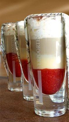 Eiskaffee mit Erdbeeren und lecker Eierlikör