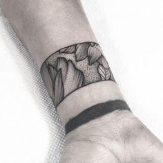 50 Amazing Wrist Tattoos For Men & Women