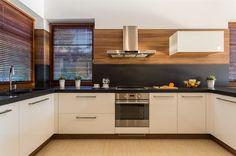 Stylish U Shaped Kitchen White. Stylish U Shaped Kitchen White Cabinets Black Counter Design Your Kitchen, Interior Design Kitchen, New Kitchen, Kitchen Decor, Kitchen White, Kitchen Hacks, Kitchen Ideas, Timber Kitchen, Kitchen Modern