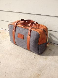 DIY: Leather & Felt Duffle Bag.