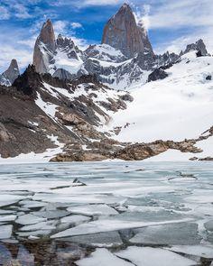 Tá fazendo tanto frio em BH que tá parecendo até com a Patagônia.  Essa foto é da Laguna de Los Tres em El Chaltén na Argentina. Em Novembro/2014 fizemos essa trilha e encontramos a lagoa descongelando. #NerdsNaPatagônia #NerdsNaArgentina