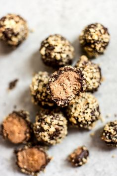 These easy rum truffles are vegan, gluten-free, and make a fun little no-bake treat that's perfect for the holidays. Dairy Free Chocolate, Vegan Chocolate, Chocolate Recipes, Köstliche Desserts, Delicious Desserts, Dessert Recipes, Fish And Chips, Rum Truffles, Vegan Truffles