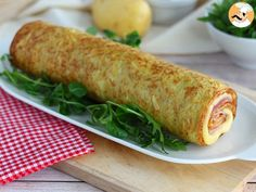 Potato omelette roll stuffed with ham and cheese - Ah cocinar! Spicy Recipes, Easy Healthy Recipes, Salad Recipes, Cooking Recipes, Easy Snacks, Easy Meals, Pickled Eggplant, Cheese Rolling, Party Finger Foods