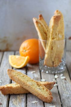 Orange Almond Biscotti by Completely Delicious / Orangen-Mandel-Cantuccini Biscotti Cookies, Galletas Cookies, Almond Cookies, Shortbread Cookies, Chocolate Cookies, Cookie Desserts, Cookie Recipes, Dessert Recipes, Brownie Recipes