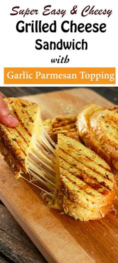Cheese Sandwich with Garlic Parmesan Crust This grilled cheese sandwich is going to quickly become your absolute favorite! It's SUPER easy to make and the kids are going to love this! Grilled Sandwich, Soup And Sandwich, Panini Grill, Essen To Go, Grana Extra, Tacos, Good Food, Yummy Food, Wrap Sandwiches