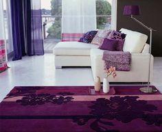 vliyanie-cveta-v-interere-na-zdorove-cheloveka-fioletovii. Фиолетовый — цвет королей  Но использовать его в одежде или интерьере надо особенно дозировано и осторожно, этот цвет считается самым тяжелым в спектре. Излишек фиолетового цвета легко может спровоцировать депрессивное состояние, поэтому предпочтительны фиолетовые аксессуары, разбавляющие иной цвет, выбранный в качестве основного.