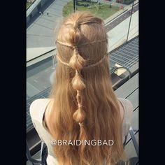 """44 tykkäystä, 4 kommenttia - BraidingBad Heli (@braidingbad) Instagramissa: """"Tämä näyttävä kesäinen #kampaus on helppo tehdä 😊 Siinä on 4 #peruspalmikko a, #kuplaletti sekä…"""""""