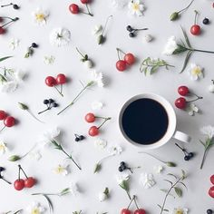 I Love Coffee, Coffee Shop, Sunny Sunday, Mini Cakes, Chocolate, Beautiful Necklaces, Tea Cups, Instagram Posts, Flowers