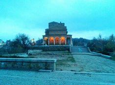 Veliko Tarnovo, Bulgarien #Reisetipp   Travelcontinent #reiseziele Austrian Airlines, Kirchen, Mansions, House Styles, Top, Fun Places To Go, Human Settlement, Forts, River
