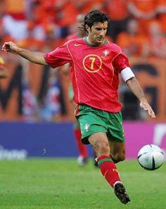 Luis Figo http://st-listas.20minutos.es/images/2012-10/345552/3748926_640px.jpg?1350332279 Best Football Players, Soccer Players, Portugal Soccer, Vintage Football, Dream Team, Real Madrid, Campione, Superstar, Athletes