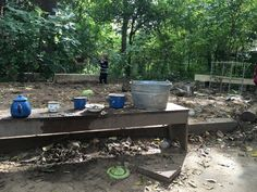 How to set up a simple, movable mud kitchen Fairy Dust Teaching, Outdoor Learning Spaces, Preschool Garden, Outdoor Fun, Outdoor Decor, Pre K Activities, Mud Kitchen, Messy Play, Outdoor Classroom