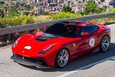 Особенности уникального Ferrari F12 TRS за 4 200 000 долларов. Эксперты компании Special Projects, которые занимаются созданием уникальных автомобилей, построенных на основе серийных версий Ferrari, разработали новую машину. Она создана на базе модели F12 Berlinetta, которую решили назват