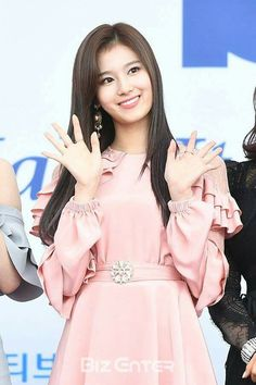 HiPop - Your source for all things Korean pop culture. Read the latest news, talk about your favorite idols. Kpop Girl Groups, Korean Girl Groups, Kpop Girls, Korean Music Awards, Sana Minatozaki, Twice Sana, Stage Outfits, Nayeon, K Idols