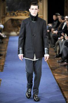 Alexander McQueen Fall 2011 Menswear Collection Photos - Vogue