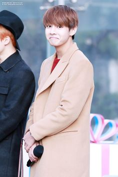 This photo is just cute #v #taehyung #bts