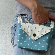 This little bag hangs off of your belt loops; This little bag hangs off of your belt loops; It could be handy for so… How cute! This little bag hangs off of your belt loops; It could be handy for so… – - Sewing Tutorials, Sewing Hacks, Sewing Crafts, Sewing Projects, Diy Bags Purses, Diy Purse, Diy Ipad Purse, Sew Bags, Purse Patterns