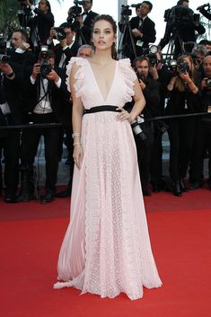 Barbara Palvin looked lovely in a soft pink gown at the Julieta preimere.