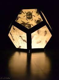 Afbeeldingsresultaat voor lampionnen knutselen bovenbouw Paper Lanterns, Table Lamp, Lighting, Diy, Home Decor, November, School, Halloween, Stage