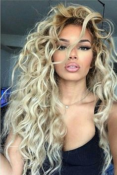 Kleine Locken lange Haare Small curls long hair Related posts: Long hair styles cut 48 Blonde and Wavy Long Hair Styles 2019 for Females Trends Bob Hairstyles -Brys hairstyles smooth long hair Haircuts for long hair summer 2018 Curly Hair Styles, Haircuts For Curly Hair, Wig Hairstyles, Natural Hair Styles, Curly Hair Colour Ideas, Elsa Hairstyle, Hair Color, Unique Hairstyles, Small Curls