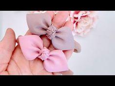LAÇO GRAVATINHA - YouTube Fabric Hair Bows, Diy Hair Bows, Fabric Flowers, Ribbon Art, Ribbon Crafts, Felt Hair Accessories, Bow Template, Hair Bow Tutorial, Bow Design