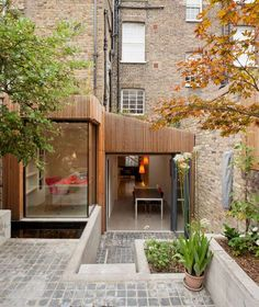 Extension bois et verre// Hout en glas uitbreiding// Wood and glass extension Extension Veranda, Glass Extension, Building Extension, Design Exterior, Interior And Exterior, Timber Cladding, Box Houses, House Extensions, Victorian Homes