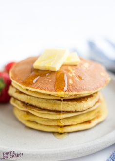 The Best Keto Pancakes recipe that has ever been made in our household! Made with just 6 ingredients this keto pancake mix is so easy to whip together. Sunday morning pancakes will become a normal here on out. Best Keto Pancakes, Low Carb Pancakes, Low Carb Breakfast, Breakfast Recipes, Snack Recipes, Pancake Recipes, Ketogenic Breakfast, Banana Pancakes, Almond Pancakes