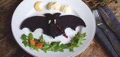 Halloweenpyssel för barn. Fladdermus av blodpudding! | Hemma med Helena | Bloglovin'
