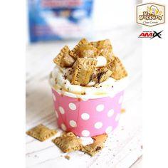MOUSSE de QUESO con CRUJIENTE de CEREALES✋Ingredientes para los Cereales: - 40gr Harina de avena sabor neutro - 100ml agua fría - Endulzante al gusto - 1/2 cucharadita levadura - Onza 70% chocolate Valor sin azúcar ✋Ingredientes para el Mousse: - 250gr Queso fresco batido Quark Speisequark de Aldi, por textura y composición alta en proteínas - 15gr de proteína Whey Pure Fusion sabor Cookies (sabor opcional) - Endulzante al gusto